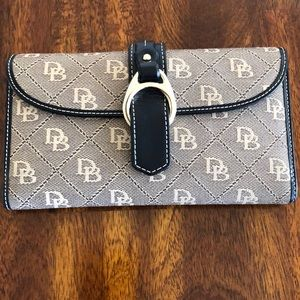Dooney & Bourke wallet perfect condition